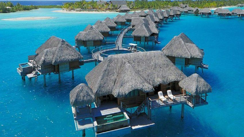 Penginapan di Pantai Ora Maluku