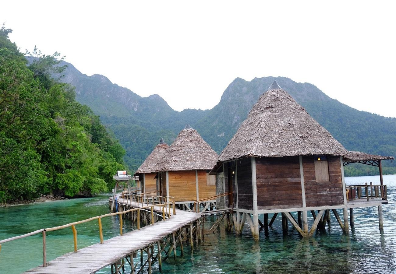 Penginapan di Pulau Ora Ambon