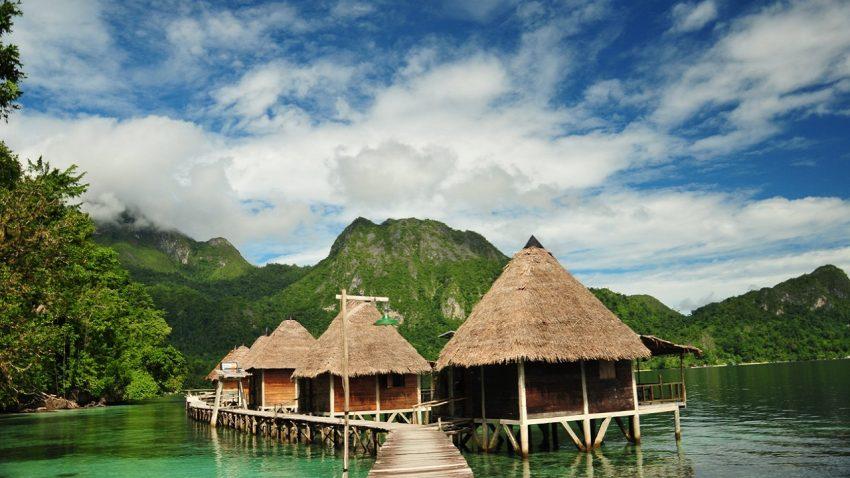 Wisata Ora Beach Maluku