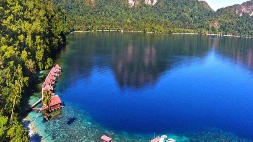 Wisata Pantai Ora Maluku Tengah