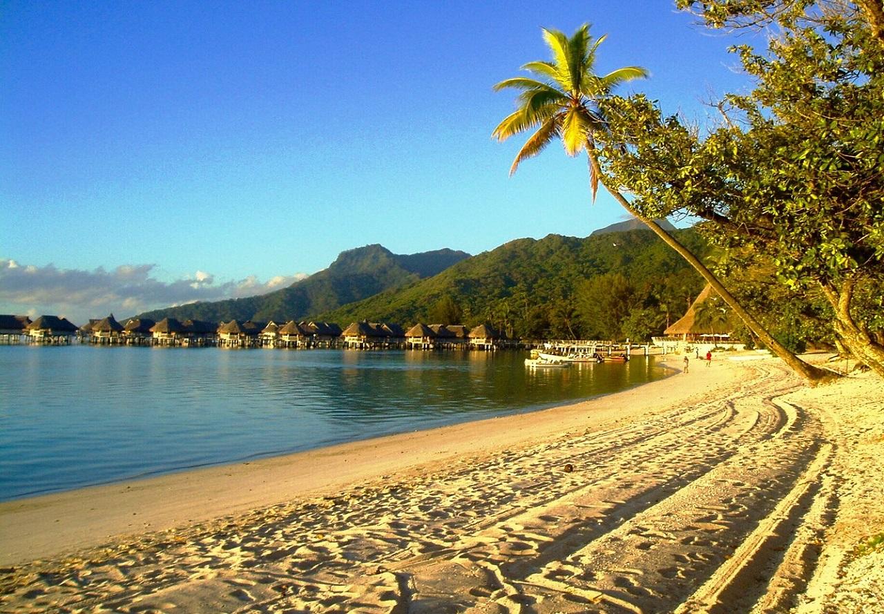 Wisata di Pulau Ora